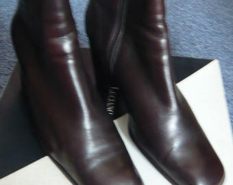 Brown leather ankle boots with block heel made by Luciano Barachini, Italy