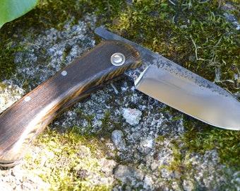 Couteau pliant forgé main, type piémontais, trempe sélective, manche en bocote, acier c130, 180mm pour 72mm de tranchant