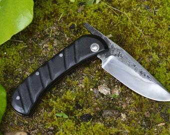 Couteau pliant forgé main, type piémontais, trempe sélective, manche en ébène, acier c130, 180mm pour 75mm de tranchant