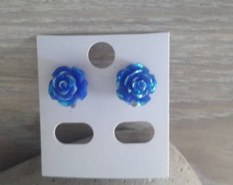 pair of earrings representing of roses