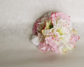 Silk double light pink/cream/white carnations on alligator clip // pin up // retro hair clip