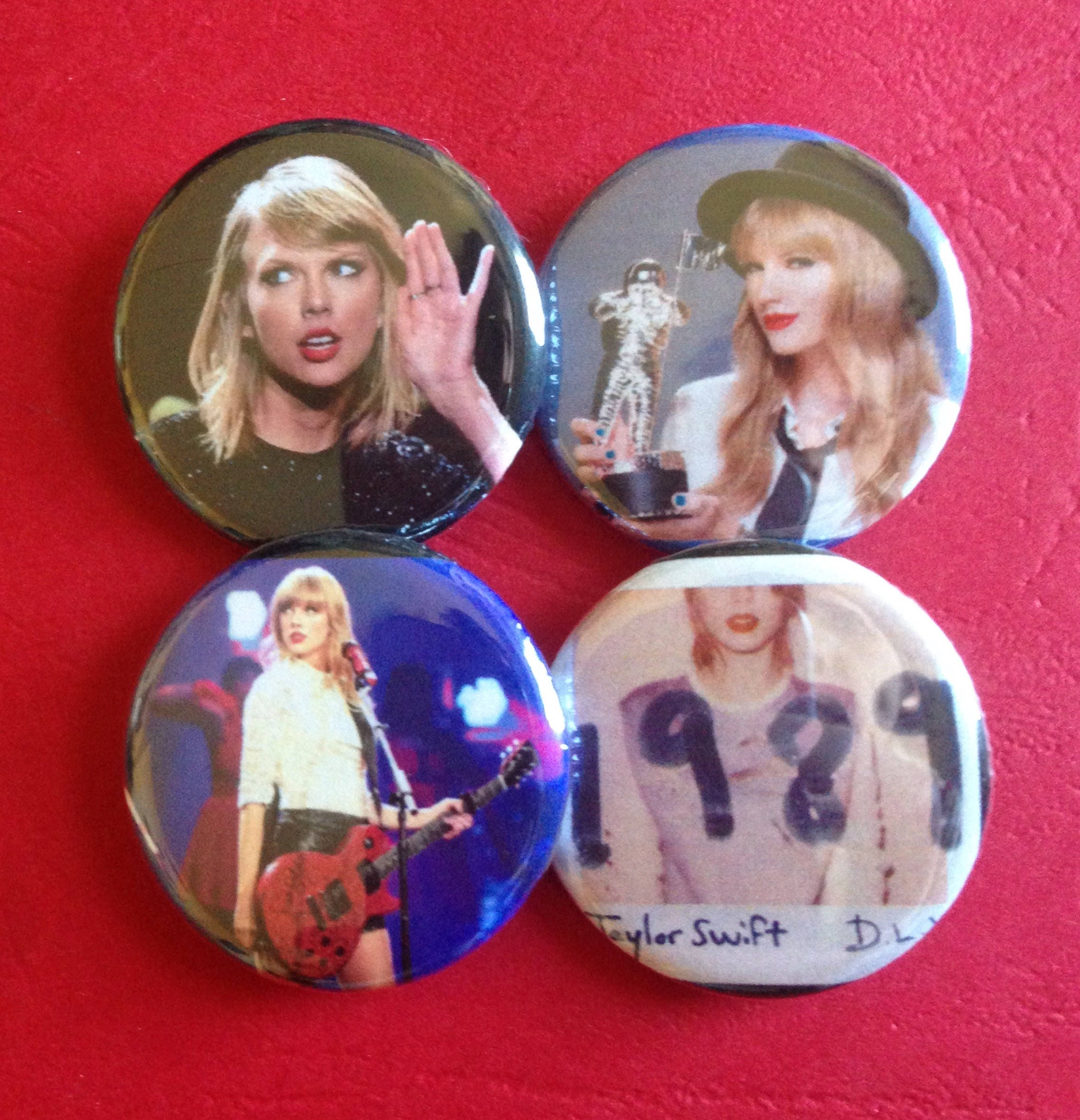 TAYLOR SWIFT set of 4 buttons 1 25