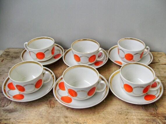 Service à thé en porcelaine, blanc et rouge à pois, 6 tasses, demitasses avec soucoupe.