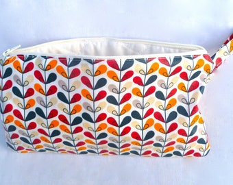 Coated and quilted cotton clutch