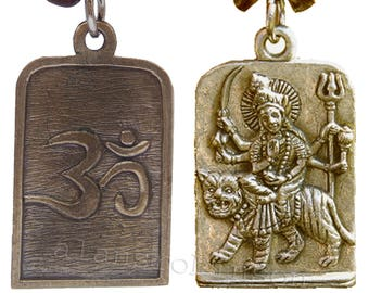 Durga riding a tiger pendant with om on reverse on chord necklace, warrior goddess, hindu om collier de Durga Halskette collar Durga ketting