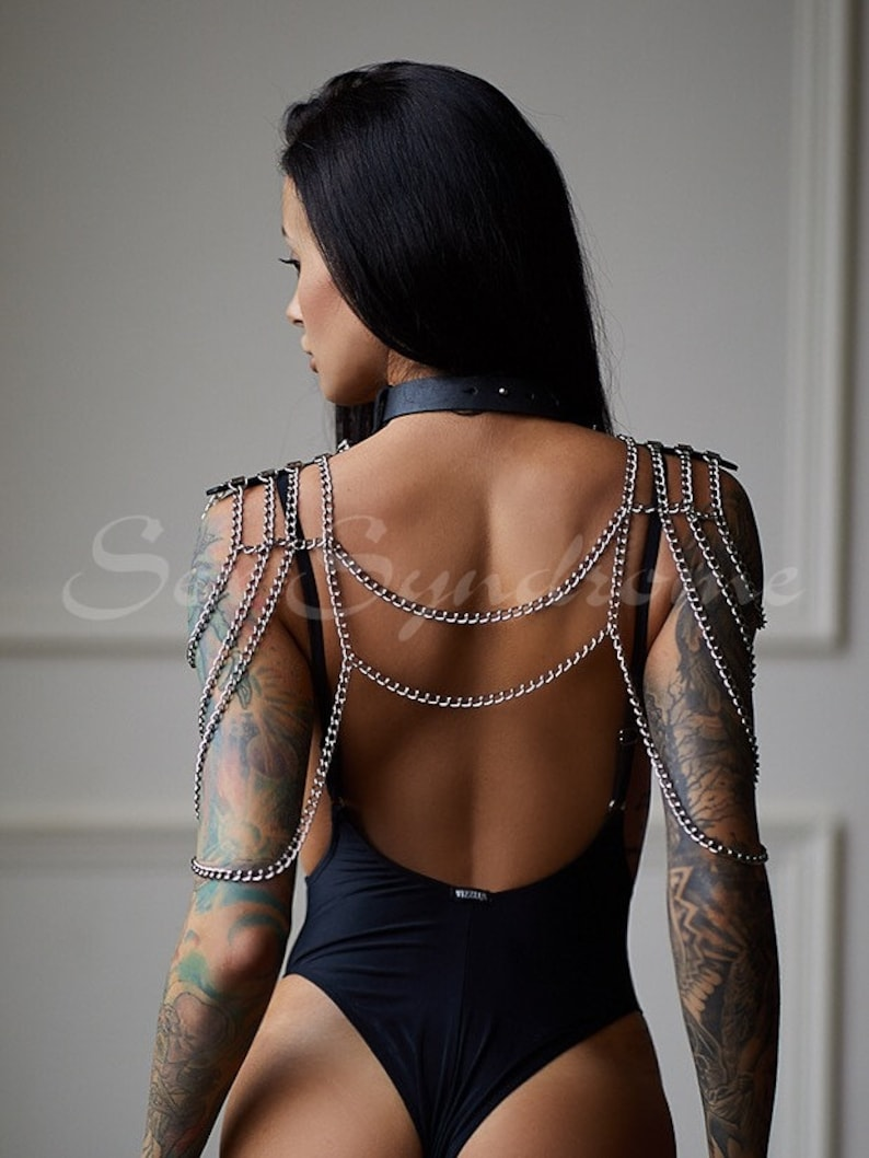 Chain harness for shoulders