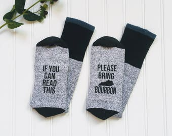 Bourbon lover gift, If you can read this bring Kentucky bourbon socks, Anniversary gift for men, grandpa gift.