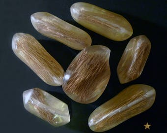 Beads and resin with inclusion of plant material