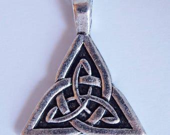 ❥ Pendant charm Celtic triquetra Trinity metal bow