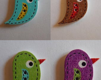 Two-tone bird with dashes 2 holes wood button