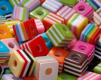 Lot 10 cubes are striped resin 10mm