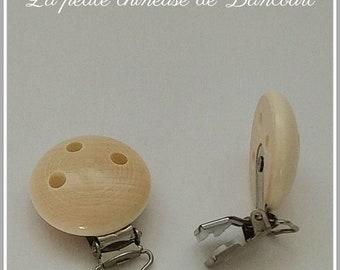 2 wooden attach-tetine clips