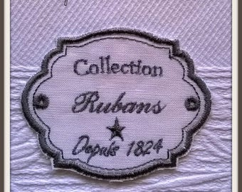 "Embroidered label ""Ribbons"""