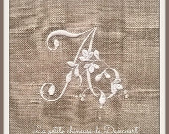 Monogarmme embroidered on linen Adelaide collection