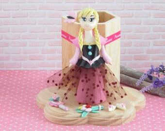 Pencil pot princess blonde mats modeled in fimo paste on wood decoration children's room, office décor gift idea original girl