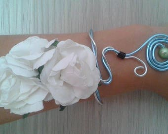 Bracelet design duo of spirals of white flowers perfect for Valentine