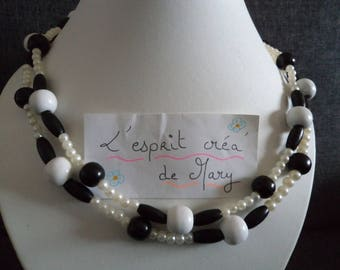 Necklace multi-position version in black and white perfect for Valentine