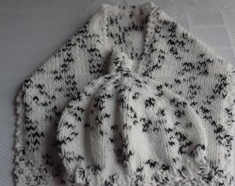 Set baby Pixie hat and scarf, white and black color, size 6 to 9 months.