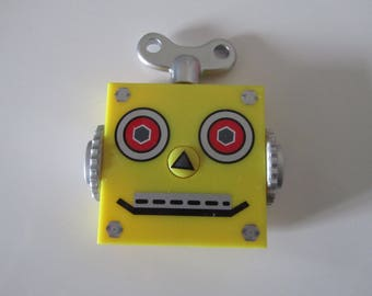 Little yellow robot containing a retractable measuring tape