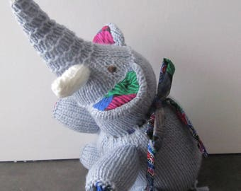 Entirely knitted grey elephant connoisseur