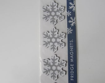 Board of 4 magnets for fridge or other representing a snowflake