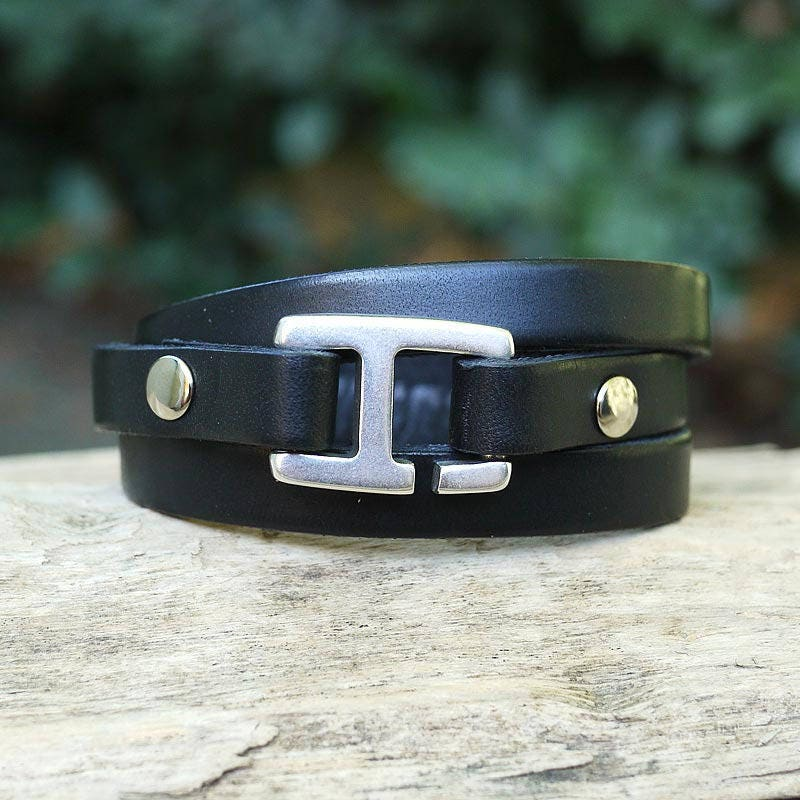 bracelet cuir homme cuir artisanal noir avec fermoir. Black Bedroom Furniture Sets. Home Design Ideas