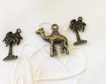 mixed lot of 3 charms, bronze 1 camel 2 Palm trees