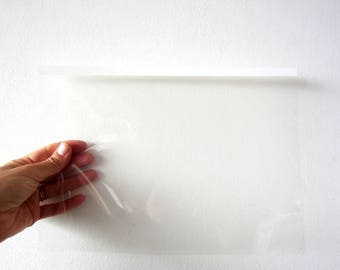 Thin transparent plastic sheets in packs of 3 for all