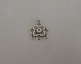 Connecteur en métal argenté vieilli en forme de fleur 20x17 mm pour fabrication de bijou
