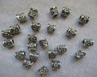 PERLES TUBES FLEURS très joli lot de 23  perles  métal i  8 mm  idéal création sur collier chaîne maillons ou cuir