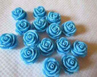 CAMEES ROSES BLEUES lot de 15 camées 2 cm motif roses fleurs en résine couleur bleu ciel  breloques a coller sur tous supports