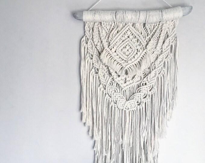 F R A N C E S C A - handmade macrame wallhanging