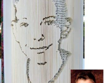 Faites découper le portrait de votre choix sur un livre !