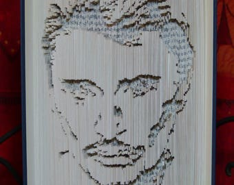 Sculptez sur un livre la star de votre choix !