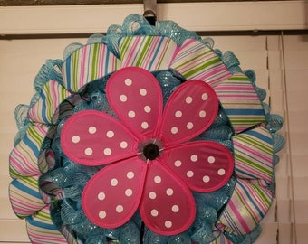 Spinning flower welcome wreath