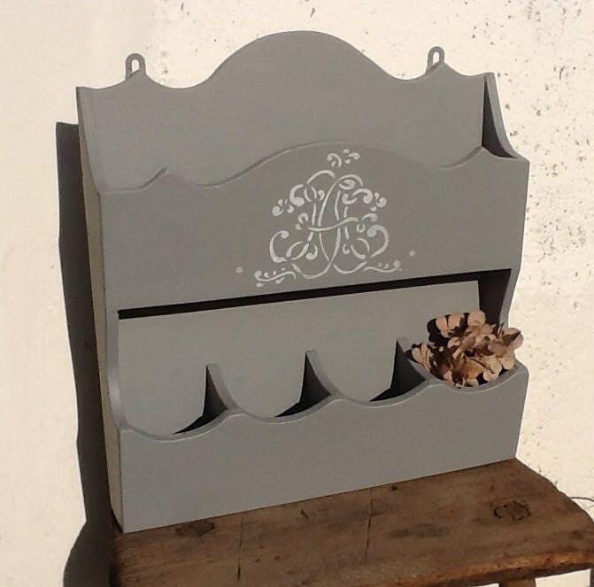 meuble range courrier en bois d 39 art populaire patin gris. Black Bedroom Furniture Sets. Home Design Ideas