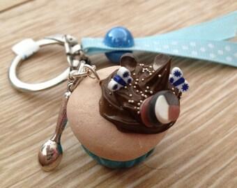 Chocolate cupcake key ring.