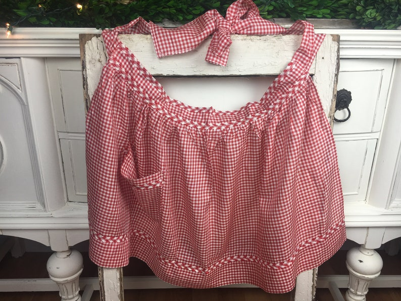Vintage Apron Pocket Form Fitted Gingham Red /& White Checkered Half Apron