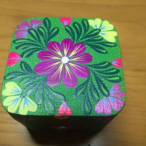 Green Oaxacan Hand Made JewelryTrinketKeepsake Box Made From Copal Wood In Alebrije Style