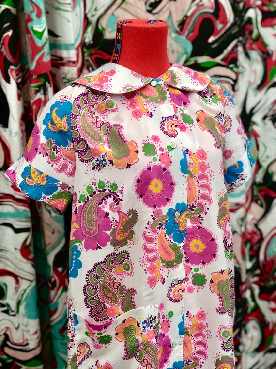 1960's bright paisley Peter Pan collar smock dress - image 1
