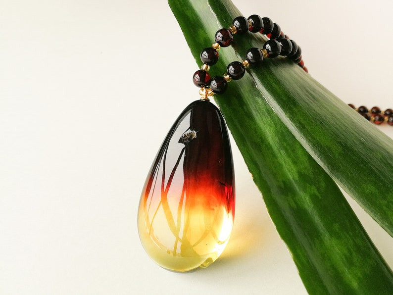 Large natural amber ombre style dark cherry color perfect drop shape pendant with royal cherry round beads women amber necklace composition