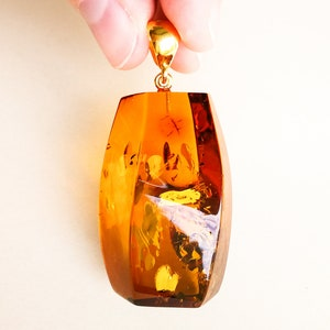 Exclusive very bright yellow oval shape amber pendant with silver unique golden pendant luxurious orange color clear amber stone for women