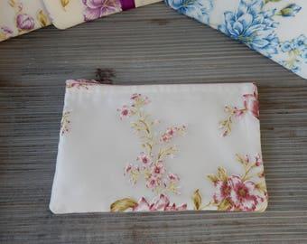 Clutch soft pink flowers