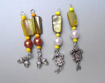 Set of 4 shell charms Ochre yellow.