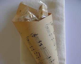 Cornet en papier pour pétales personalisé