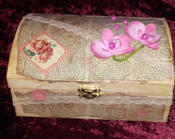 Chic and romantic vintage box