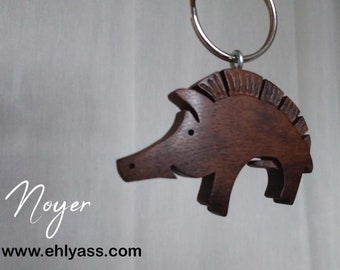 Wooden key ring Wolf rumbling handmade in whirling and carving by Ehlyass