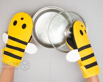 Bumble Bee Oven Mitt | Cute Honey Bee Oven Glove and Pot Holder set for your Kitchen