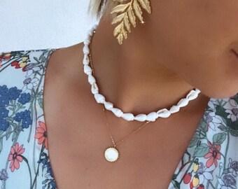 Women's seashell necklace
