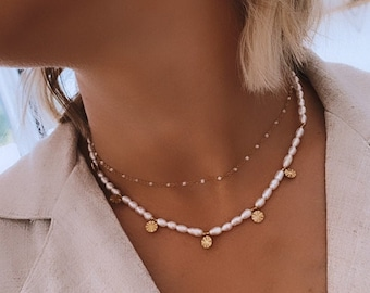 Necklace stamps and mother-of-pearl pearl for women